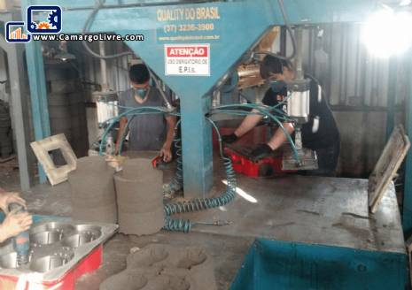 Molding machine and cold box sand recovery