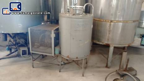 Stainless steel tank with cooling system