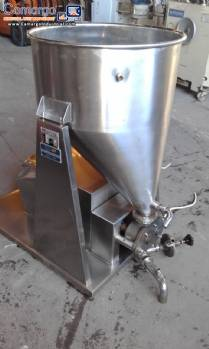 Stainless steel tank with sanitary pump
