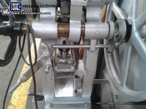 Automatic and semi-automatic eccentric compressor