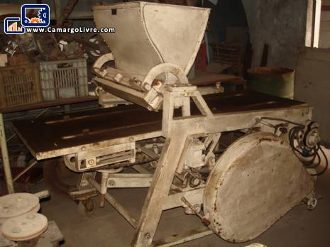 Dough feeder of CGT